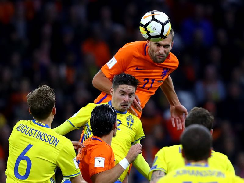 Bas Dost of Netherlands wins a header during the FIFA 2018 World Cup Qualifier between Netherlands and Sweden at the Amsterdam Arena on October 10, 2017 in Amsterdam, Netherlands. (Photo by Dean Mouhtaropoulos/Getty Images)