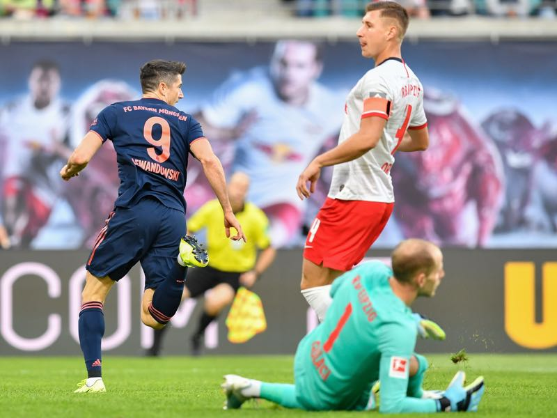 RB Leipzig v Bayern Munich - Bayern Munich's Polish forward Robert Lewandowski (L) scores the opening goal past Leipzig's Hungarian goalkeeper Peter Gulacsi during the German first division Bundesliga football match RB Leipzig v FC Bayern Munich in Leipzig, eastern Germany on September 14, 2019. (Photo by John MACDOUGALL / AFP)