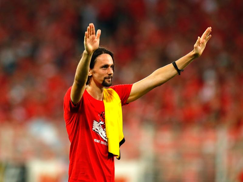 Union Berlin's Serbian defender Neven Subotic, a former Dortmund's player, aknowledges the Dortmund's fans after the German first division Bundesliga football match FC Union Berlin versus Borussia Dortmund in Berlin on August 31, 2019. (Photo by Odd ANDERSEN / AFP)