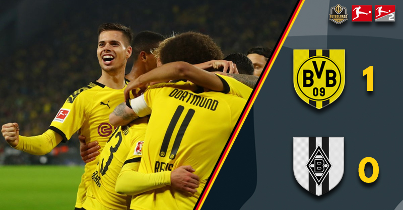 Marco Reus scores to secure Dortmund three points against Gladbach