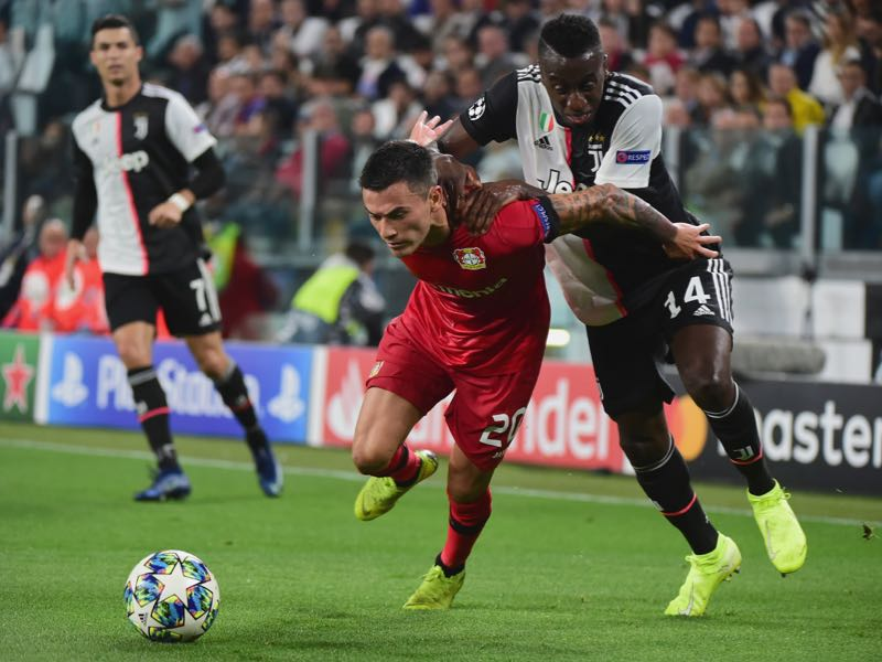 Charles Aranguiz of Bayer Leverkusen battles for the ball with Blaise Mautidi of FC Juventus during the UEFA Champions League group D match between Juventus and Bayer Leverkusen at Juventus Arena on October 1, 2019 in Turin, Italy. (Photo by Pier Marco Tacca/Getty Images)