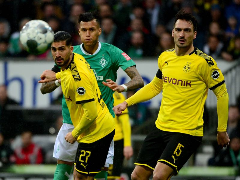 Bremen v Dortmund - Bremen's Davie Selke, Dortmund's Mats Hummels and Dortmund's Emre Can vie for the ball during the German first division Bundesliga football match Werder Bremen vs BVB Borussia Dortmund, in Bremen, northern Germany on February 22, 2020. (Photo by Patrik Stollarz / AFP)