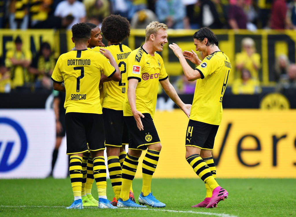 Julian Brandt of Borussia Dortmund celebrates scoring his sides fifth goal during the Bundesliga match between Borussia Dortmund and FC Augsburg at Signal Iduna Park on August 17, 2019 in Dortmund, Germany. (Photo by Stuart Franklin/Bongarts/Getty Images)