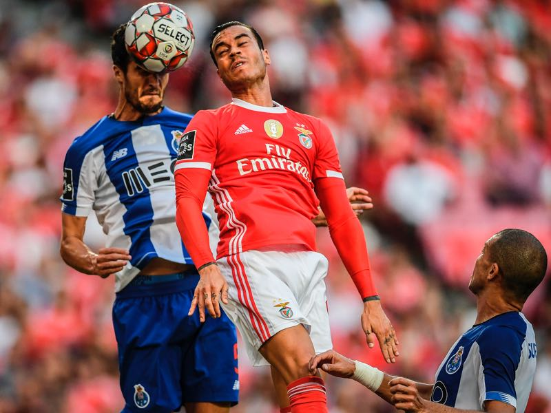 Porto's Spanish defender Ivan Marcano (L) heads the ball with Benfica's Spanish forward Raul de Tomas (C) during the Portuguese League football match between Benfica and Porto at the Luz stadium in Lisbon on August 24, 2019. (Photo by PATRICIA DE MELO MOREIRA / AFP)