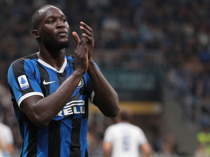 Romelu Lukaku of FC Internazionale applauded during the Serie A match between FC Internazionale and SS Lazio at Stadio Giuseppe Meazza on September 25, 2019 in Milan, Italy. (Photo by Emilio Andreoli/Getty Images)