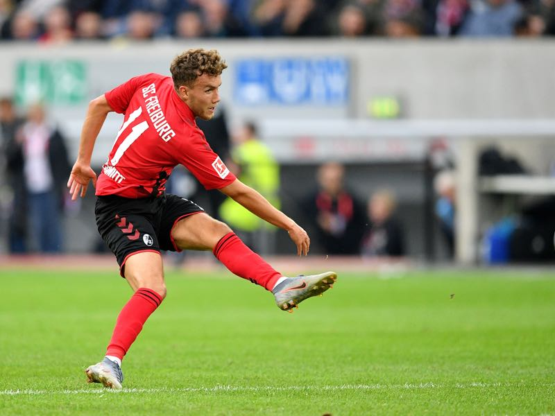 Gian-Luca Waldschmidt of Sport-Club Freiburg scores his team's second goal during the Bundesliga match between Fortuna Duesseldorf and Sport-Club Freiburg at Merkur Spiel-Arena on September 29, 2019 in Duesseldorf, Germany. (Photo by Lukas Schulze/Bongarts/Getty Images)