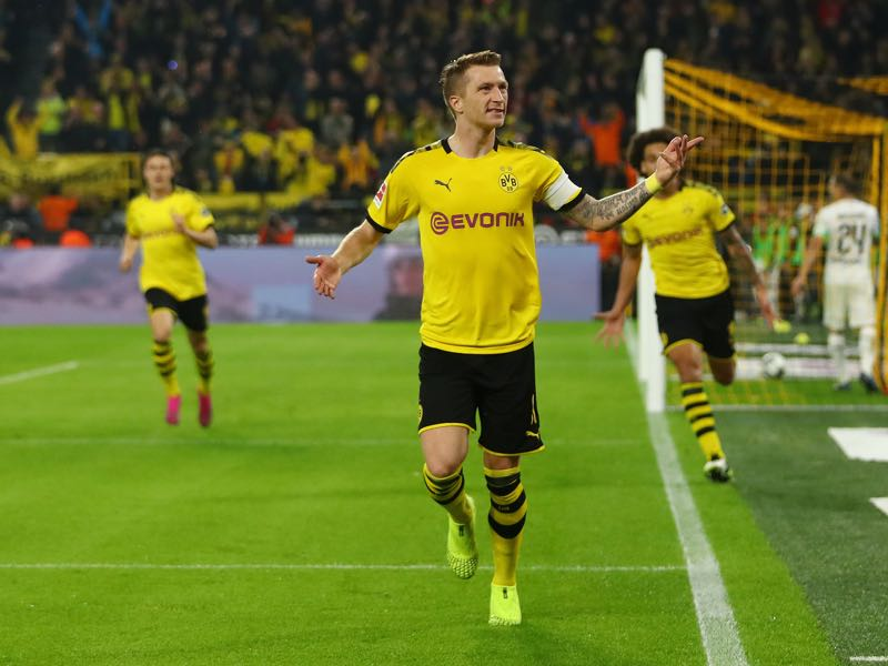 Borussia Dortmund v Gladbach - Marco Reus of Borussia Dortmund celebrates after scoring his team's first goal during the Bundesliga match between Borussia Dortmund and Borussia Moenchengladbach at Signal Iduna Park on October 19, 2019 in Dortmund, Germany. (Photo by Dean Mouhtaropoulos/Bongarts/Getty Images)