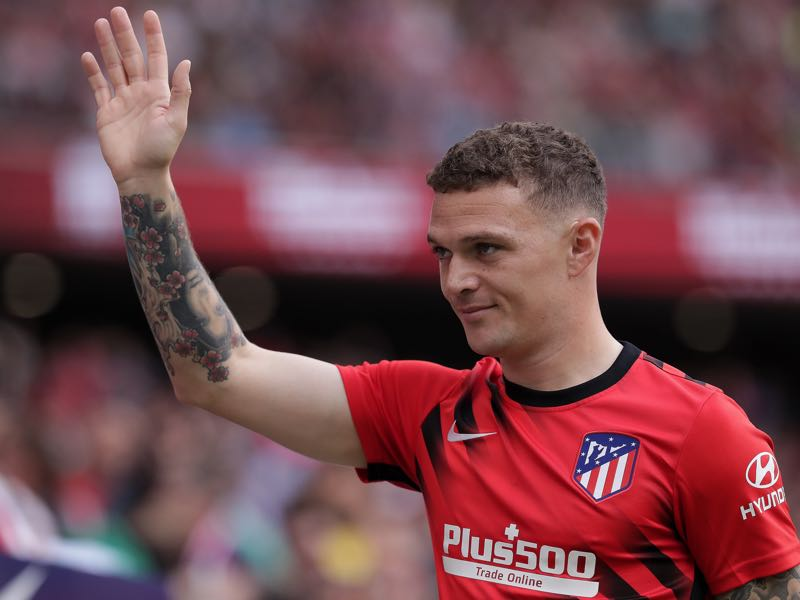 Kieran Trippier of Atletico de Madrid waves as he walks to the bench prior to start the Liga match between Club Atletico de Madrid and Valencia CF at Wanda Metropolitano on October 19, 2019 in Madrid, Spain. (Photo by Gonzalo Arroyo Moreno/Getty Images)