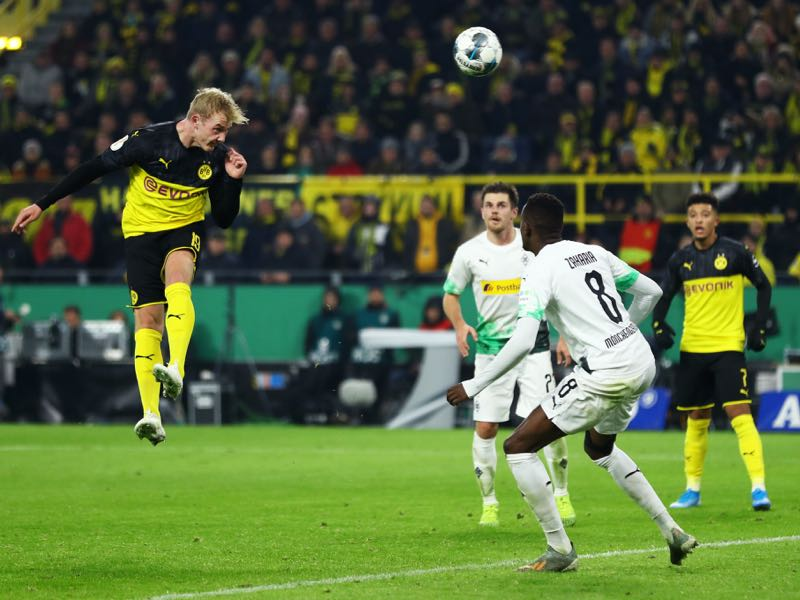Dortmund v Mönchengladbach - Julian Brandt of Borussia Dortmund scores his team's second goal during the DFB Cup second round match between Borussia Dortmund and Borussia Moenchengladbach at Signal Iduna Park on October 30, 2019 in Dortmund, Germany. (Photo by Lars Baron/Bongarts/Getty Images)