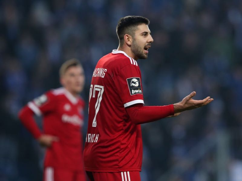 Moritz Heinrich of Unterhaching gestures during the 3. Liga match between 1. FC Magdeburg and SpVgg Unterhaching at MDCC Arena on November 23, 2019 in Magdeburg, Germany. (Photo by Ronny Hartmann/Getty Images for DFB)