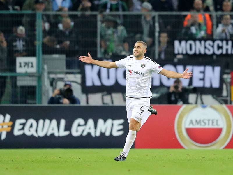 Shon Weissman of Wolfsberger AC celebrates the first goal during the UEFA Europa League group J match between Borussia Moenchengladbach and Wolfsberger AC at Borussia-Park on September 19, 2019 in Moenchengladbach, Germany. (Photo by Christof Koepsel/Bongarts/Getty Images)
