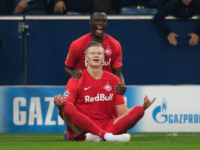 Erling Haaland of FC Salzburg (front) celebrates with his teammate Patson Daka of FC Salzburg (back) after scoring on the goal for 1:1 during the champions league group E match between FC Salzburg and SSC Napoli at Salzburg Stadion on October 23, 2019 in Salzburg, Austria. (Photo by Andreas Schaad/Bongarts/Getty Images)