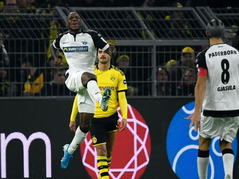 Borussia Dortmund v Paderborn - Paderborn's German forward Streli Mamba (L) celebrates after scoring the 0-1 during the German first division Bundesliga football match Borussia Dortmund v SC Paderborn in Dortmund, western Germany, on November 22, 2019. (Photo by INA FASSBENDER / AFP)