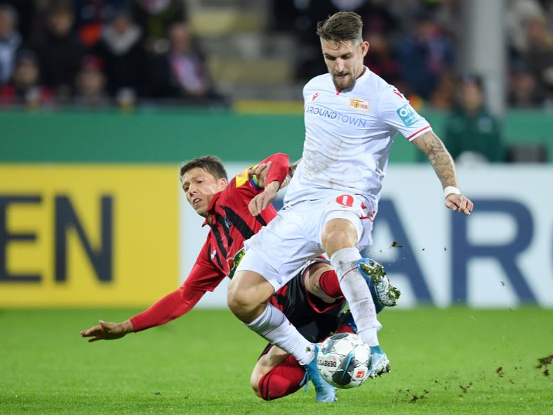 Robert Andrich of 1. FC Union Berlin is challenged by Mike Frantz of Sport-Club Freiburg during the DFB Cup second round match between SC Freiburg and 1. FC Union Berlin at Schwarzwald-Stadion on October 29, 2019 in Freiburg im Breisgau, Germany. (Photo by Matthias Hangst/Bongarts/Getty Images)