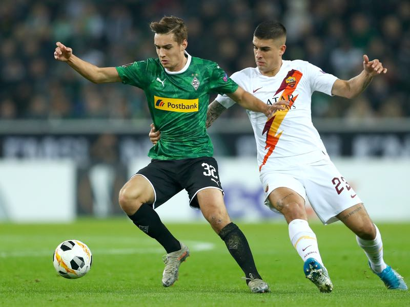 Florian Neuhaus of Borussia Monchengladbach is tackled by Gianluca Mancini of AS Roma during the UEFA Europa League group J match between Borussia Moenchengladbach and AS Roma at Borussia-Park on November 07, 2019 in Moenchengladbach, Germany. (Photo by Lars Baron/Bongarts/Getty Images)