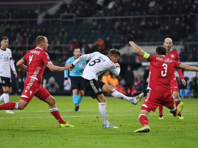 Germany v Belarus - Toni Kroos of Germany scores his team's fourth goal during the UEFA Euro 2020 Group C Qualifier match between Germany and Belarus on November 16, 2019 in Moenchengladbach, Germany. (Photo by Jörg Schüler/Bongarts/Getty Images)