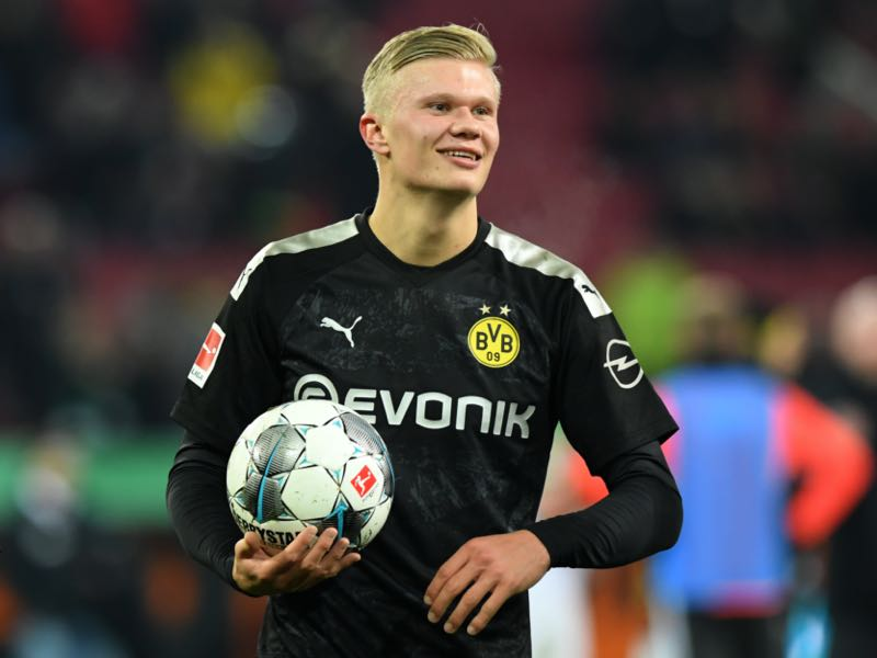 Erling Haaland of Borussia Dortmund holds the match ball after the Bundesliga match between FC Augsburg and Borussia Dortmund at WWK-Arena on January 18, 2020 in Augsburg, Germany. (Photo by Sebastian Widmann/Bongarts/Getty Images)