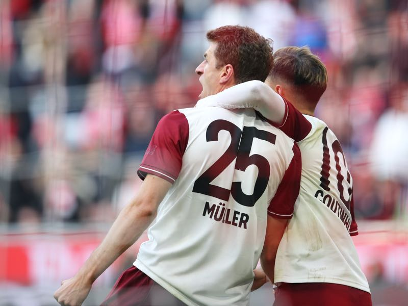 Bayern v Augsburg - Thomas Müller of Bayern Munich celebrates with teammate Philippe Coutinho after scoring his team's first goal during the Bundesliga match between FC Bayern Muenchen and FC Augsburg at Allianz Arena on March 08, 2020 in Munich, Germany. (Photo by Alexander Hassenstein/Bongarts/Getty Images)